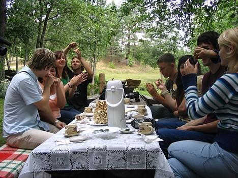 Šeit pat var baudīt Lietuvas nacionālos ēdienus.