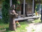 Muzeja dārzā atrodas Lietuvas mākslinieka A. Patiejūna skulpūras, kas darinātas no ozola. 5