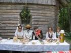 Tiek improvizētas lietuviešu nacionālās kāzas. 10