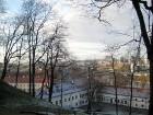 Skats uz kalna pakājē esošo Lietuvas valsts muzeju 5