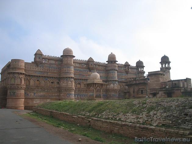 UNESCO mantojums- Agras cietoksnis, kas slēpj sevī vēstures un bagātības noslēpumus. Sīkāka informācija: www.VIPtravel.lv, kas arī šo bilžu autors