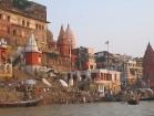 Katru gadu apmēram viens miljons hinduistu dodas uz Varanasi pilsētu Indijā, lai mazgātos upē. Viņi tic, ka Gangas ūdens aizskalos visus viņu grēkus 13