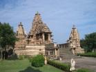 Khadžuraho tempļu komplekss ir viens no Indijas galvenajām tūristu apskates vietām. Izcilais indo-ariešu arhitektūras stils, tiem apkārt atrodas brīni 15