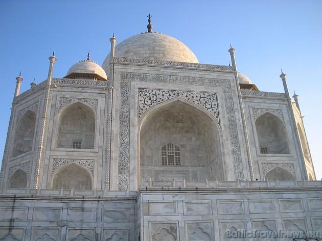 220 km no Deli un nokļūstam Agras pilsētā, kura atrodas viens no 7 Pasaules brīnumiem- Taj Mahal mauzolejs