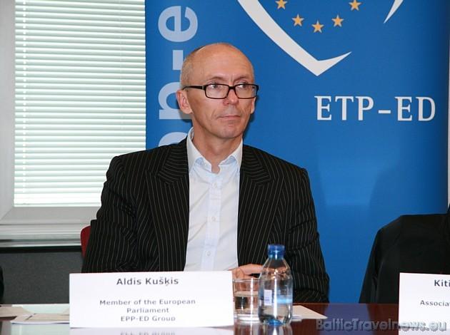 Liels paldies Eiropas Parlamenta deputātam Aldim Kušķim par iespēju iepazīties ar Eiropas Parlamentu. Sīkāka informācija: www.europarl.europa.eu