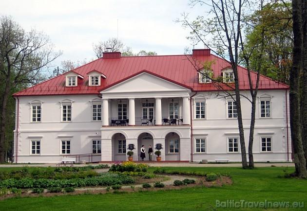 Bistrampolio muiža atrodas Lietuvā, Paņevežas rajonā, Kuičiu ciematā (14km no Paņevežas un 70km no Kauņas)