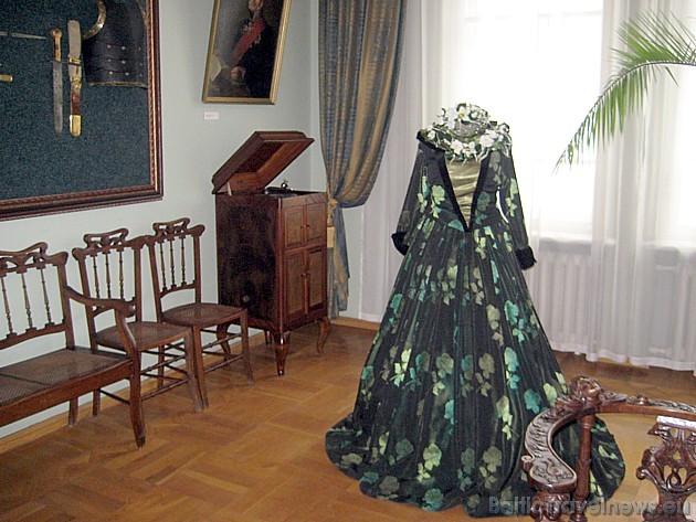 Muzejā kopš 2003.gada iekārtota Provinces muižas un pilsētas interjera ekspozīcija