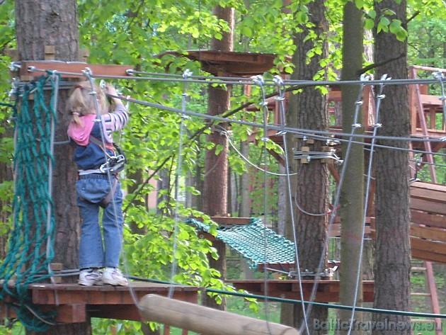 Mazos apmeklētājus parkā vienmēr uzrauga instruktors
