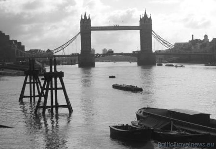 Panorāmas ritenis London Eye ir atvērts visu gadu. Vienīgās brīvdienas ir 25. decembris un dažas dienas janvārī, kad tiek veikti apkopes un remonta da