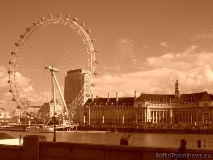 London Eye būvniecība ilga septiņus gadus un tā celšanā piedalījās simtiem cilvēku no piecām dažādām valstīm Foto: picspack/busy Chrissy