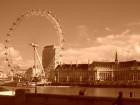 London Eye būvniecība ilga septiņus gadus un tā celšanā piedalījās simtiem cilvēku no piecām dažādām valstīm Foto: picspack/busy Chrissy 10