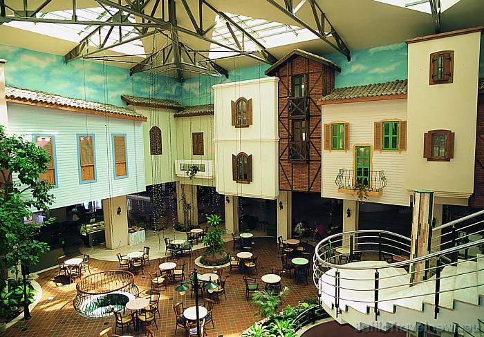 Viesnīcā pieejami vairāki restorāni Foto: Salamis Bay Conti Hotel