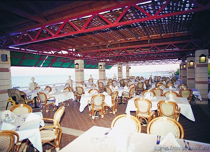 Vairāk informācijas par viesnīcu Salamis Bay Conti Hotel iespējams atrast interneta vietnē www.salamisbay-conti.com