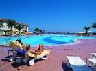 Elegants lagūnas formas peldbaseins atrodas pašā viesnīcas kompleksa vidū  Foto: Salamis Bay Conti Hotel 4