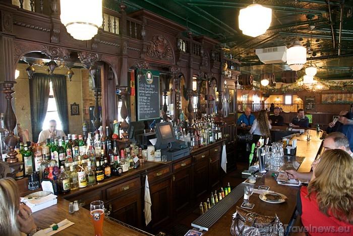 Bāru un krogu Ņujorkā ir tik daudz, ka katrs var atrast ko savai gaumei piemērotu  Foto: www.nycgo.com/Malcolm Brown