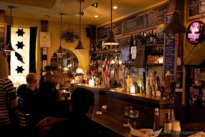 Ņujorkā ir spēkā stingri nesmēķēšanas noteikumi - restorānos un klubos smēķēt nedrīkst Foto: www.nycgo.com/Malcolm Brown