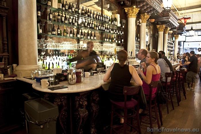 Ņujorkā kopā ir vairāk nekā 18 000 restorānu un kafejnīcu Foto: www.nycgo.com/Malcolm Brown