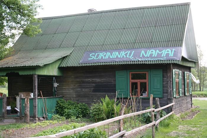 Siernieku nams atrodas Dargužu ciemā, Valkininku seņūnija, Varēnas rajonā