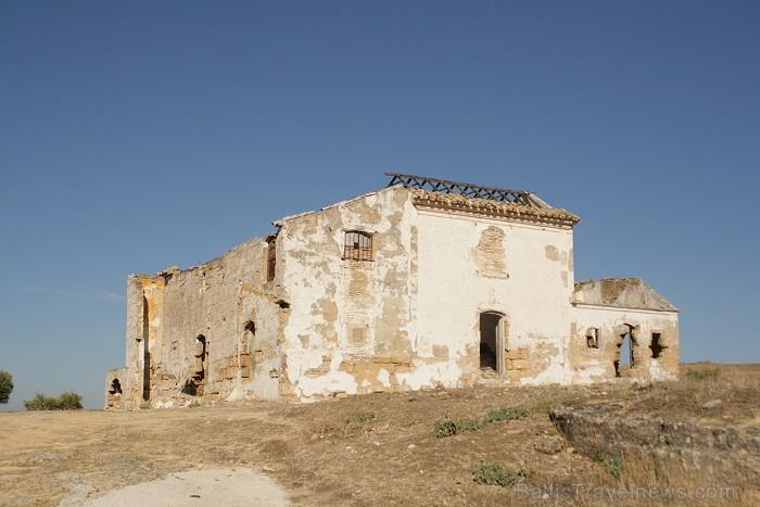 Viduslaikos pilsētas celtniecībai izmantoja akmeņus, kurus izcirta no klints www.turismosuna.es