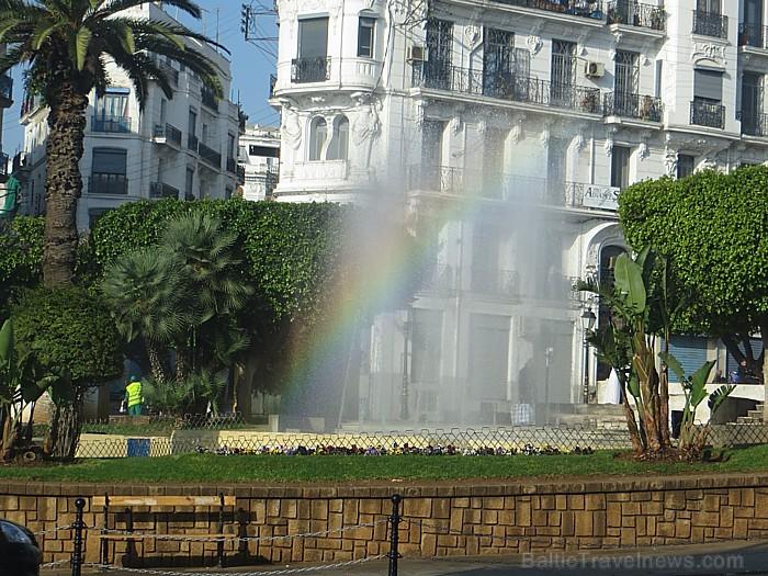 Alžīrijas galvaspilsēta ir Alžīra (El Djazair), kura ar vairāk kā 4 miljoniem iedzīvotāju ir lielākā pilsēta valstī 93069