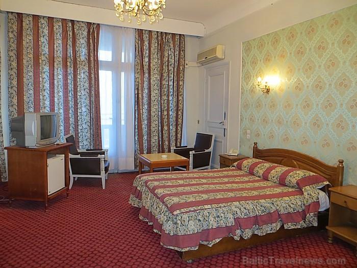 Daudzās viesnīcās istabiņas ir pat ļoti gaumīgi iekārtotas, taču prasās pēc pamatīgiem atjaunināšanas darbiem 93083
