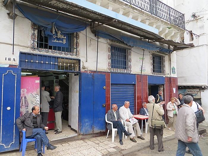 Nelielajās ielas kafejnīcās tēju vai kafiju malko lielākoties tikai vīriešu kārtas pārstāvji 93087