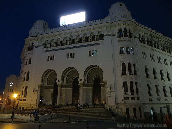 Pilsētas centrālajā laukumā atrodas mauru stilā celtā galvenā pasta ēka 93094