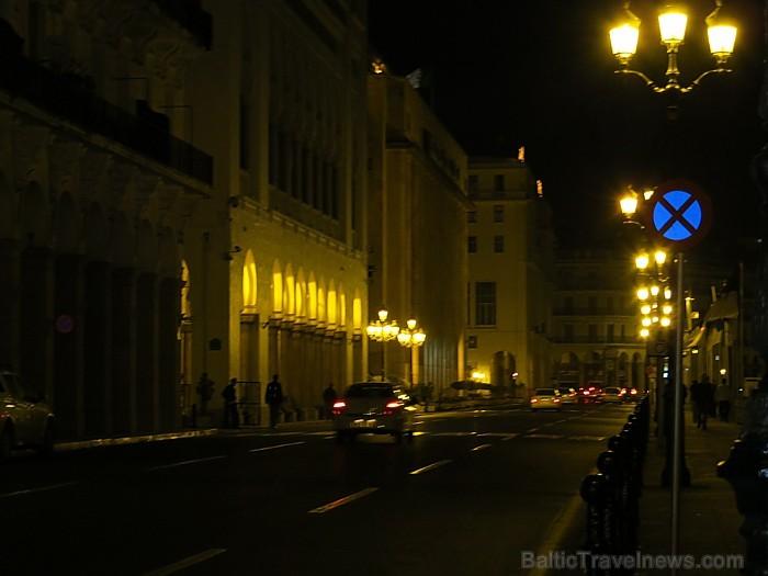 Nakts dzīve lielpisētā nebeidz vien kūsāt... taču sievietes reti redzamas uz ielām 93140
