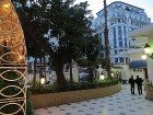 Franču koloniālisma ietekmē veidotā ēku arhitektūra, dažkārt pat rada sajūtu, ka tu atrodies nevis Alžīrā, bet gan kādā no Francijas pilsētām 18