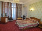 Daudzās viesnīcās istabiņas ir pat ļoti gaumīgi iekārtotas, taču prasās pēc pamatīgiem atjaunināšanas darbiem 21