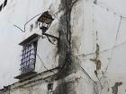 Pārsteidzošs elektrības vadu mudžeklis pie ēku sienām 58