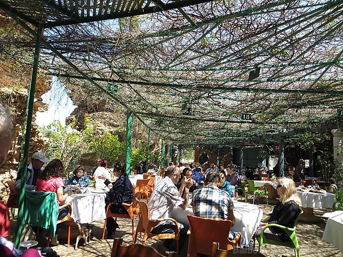 Līdzās senajām pirts drupām atrodas ļaužu iecienīts restorāns