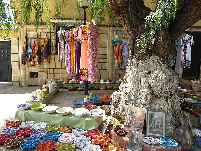 Tradicionālais apģērbs un keramikas priekšmeti