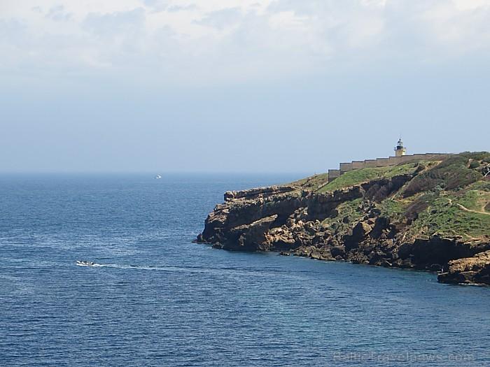 Citi jūras līcīši ir pietiekami klinšaini, taču izbraucieni jūra ar laivām noteikti dos patīkamas izjūtas 93338