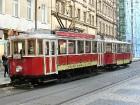 Prāgā ir viena no labākajām sabiedriskā transporta sistēmām pasaulē. Visi pilsētas rajoni ir savā starpā savienoti ar metro, tramvaju un autobusu līni 7