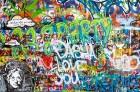 Mūzikas faniem noteikti patiks pašā pilsētas centrā, netālu no Kārļa tilta esošais memoriāls – grafiti apgleznota siena, kas veltīta Džonam Lenonam. U 9