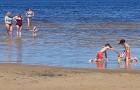 Karstais un saulainais laiks ir piepildījis Jūrmalas pludmali ar atpūtniekiem un tūristiem. Foto: Samsung Note8 17