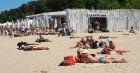Karstais un saulainais laiks ir piepildījis Jūrmalas pludmali ar atpūtniekiem un tūristiem. Foto: Samsung Note8 18