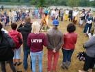 Vasaras saulgriežu laikā patriotiski noskaņoti cilvēki izgaismojuši Latviju, apejot tai apkārt 21