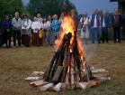 Vasaras saulgriežu laikā patriotiski noskaņoti cilvēki izgaismojuši Latviju, apejot tai apkārt 22