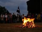 Vasaras saulgriežu laikā patriotiski noskaņoti cilvēki izgaismojuši Latviju, apejot tai apkārt 23