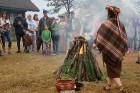 Vasaras saulgriežu laikā patriotiski noskaņoti cilvēki izgaismojuši Latviju, apejot tai apkārt 1
