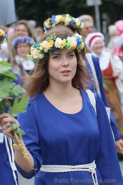 Dziesmu un deju svētku atklāšanas gājiens pulcē Rīgā visus Latvijas novadus (501-600)