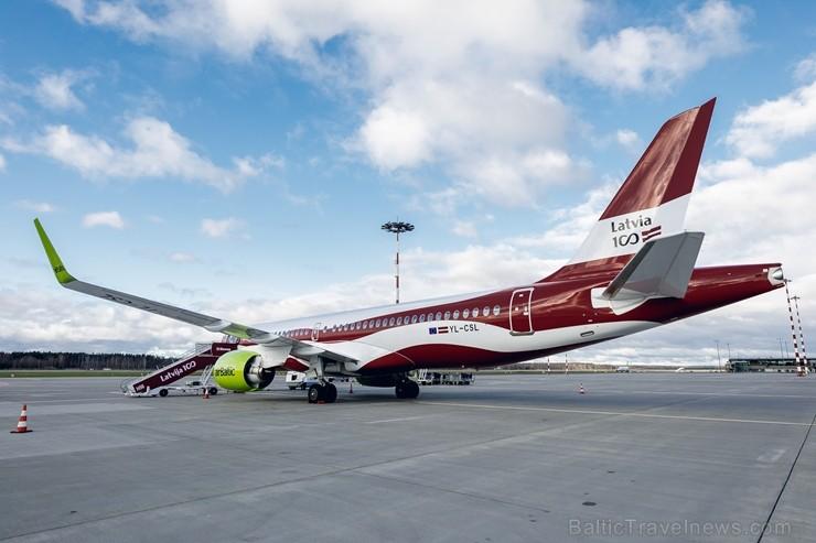 Latvijas nacionālā lidsabiedrība «airBaltic» 18. novembrī pirmo reizi piedalījās svinīgajā parādē ar «Airbus A220-300» lidmašīnu, kuru rotā sarkanbalt
