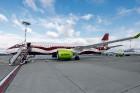 Latvijas nacionālā lidsabiedrība «airBaltic» 18. novembrī pirmo reizi piedalījās svinīgajā parādē ar «Airbus A220-300» lidmašīnu, kuru rotā sarkanbalt 17