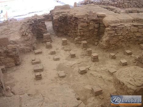 Ēkā atradās arī pirts komplekss. Tradicionāli bija 3 telpas - pirmā viskarstākā. Pirtīs tika apspriesti svarīgi darījumu un politiski jautājumi 14751