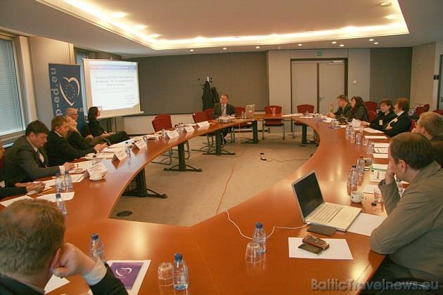 Apaļā galda sanāksmē satiekas vairāku institūciju un valstu pārstāvji, lai apspriestu svarīgus vīzu jautājumus 32514