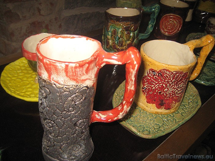 Keramikas un stikla darbnīcā tiek rīkotas arī dažādas izstādes 47103