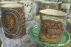 Igaunijā, Olustveres muižas bijušajā degvīna brūzi atrodas keramikas un stikla darbnīca 1
