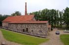 Muižas biijušo degvīna brūzi 19. gadsimta vidū no laukakmeņiem uzbūvēja Pauls Fersens 2